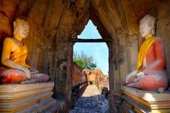 Alter Buddha und alte Backsteinmauer auf alten Monumenten, die sind Lizenzfreies Stockbild