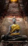 Alter Buddha und alte Backsteinmauer auf alten Monumenten, die sind Stockfotografie