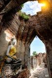 Alter Buddha und alte Backsteinmauer auf alten Monumenten, die sind Lizenzfreie Stockbilder