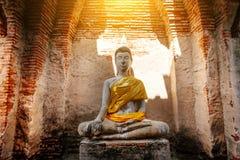 Alter Buddha und alte Backsteinmauer auf alten Monumenten, die sind Lizenzfreie Stockfotos