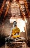 Alter Buddha und alte Backsteinmauer auf alten Monumenten, die sind Stockbild