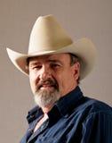 Alter Cowboy zeigt Jahre der harten Arbeit stockfoto