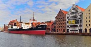 Alter Dampfer im Hafen Stockfotografie