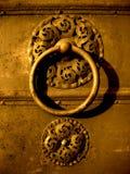 Alter dekorativer Türgriff Stockfotos