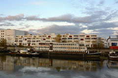 Alter Dock-/Fluss-Hafen, der in Stücke, Prag, Europa fällt lizenzfreies stockbild