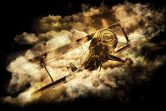 Alter Doppeldecker im Himmel Stockfotografie