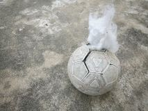 Alter entlüfteter Ball Stockbild