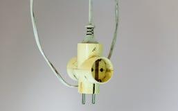 Alter Erweiterungsstecker des elektrischen Kabels Lizenzfreie Stockfotos