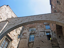 Alter Etruscan Bogen gemacht durch Ziegelstein Stockfotografie