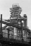 Alter Fabrikhochofen stockbild