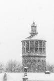 Alter Feuerturm auf Winterzeit stockfotografie