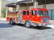 Alter Firetruck am Erscheinen Stockfoto