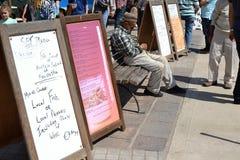 Alter Fischer, der auf der Bank, Marsaxlokk, Malta schläft Lizenzfreie Stockfotografie