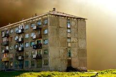 Alter five-story Wohnblock Lizenzfreie Stockfotografie