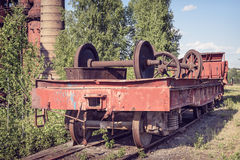 Alter flacher Lastwagen mit Railcar wheelset Lizenzfreie Stockfotos