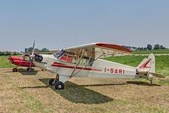 Alter Flugzeuge Pfeifer J-3 C Ich-Sari (1944) Lizenzfreie Stockfotos