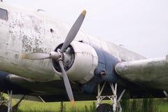 Alter Flugzeugflügel und -maschine Stockbilder