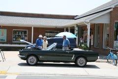 Alter Ford Mustang Convertable Lizenzfreie Stockfotos