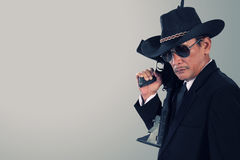 Alter Gangster mit copyspace stockbild