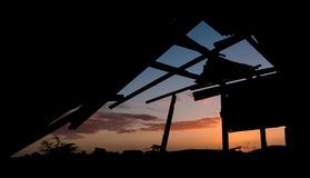 Alter gebrochener Hallen-Sonnenuntergang Stockbilder