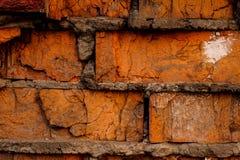 Alter gebrochener konkreter orange Backsteinmauerhintergrund Lizenzfreie Stockfotos
