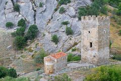 Alter Genoese Festungsturm und -tempel Lizenzfreies Stockbild
