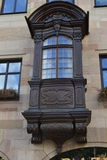 Alter geschnitzter Balkon Stockfoto