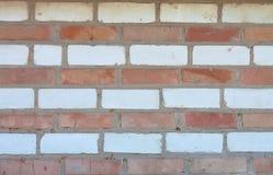 Alter gestreifter roter und weißer Backsteinmauerhintergrund Lizenzfreie Stockbilder