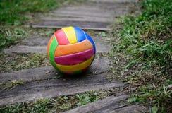 Alter getragener Volleyball Lizenzfreie Stockfotos
