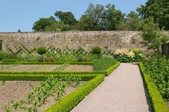 Alter geummauerter Garten Stockfoto