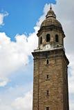 Alter Glockenturm oder Belfry auf einem blauen Himmel Lizenzfreie Stockfotos