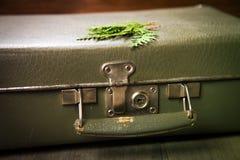 Alter grüner Koffer Lizenzfreie Stockbilder