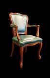 alter grüner Lederstuhl lokalisiert auf Schwarzem Stockbild