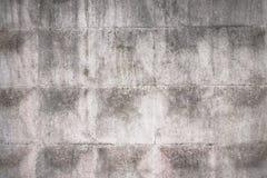 Alter grauer konkreter Zaun mit geometrischem Muster lizenzfreies stockfoto