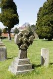Alter Grundstein im Friedhof lizenzfreies stockfoto