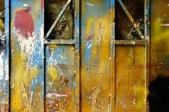 Alter grunge Farbenlack auf Metallwandhintergrund Stockfotografie