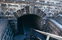 Alter gruseliger Untertagesteintunnel Halloween-Standorte lizenzfreie stockbilder