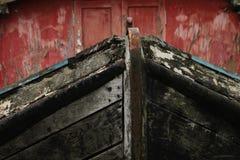 Alter hölzerner Flusslastkahn Stockfoto