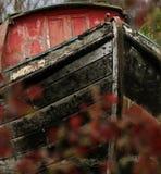 Alter hölzerner Flusslastkahn Stockbilder