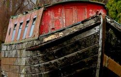 Alter hölzerner Flusslastkahn Stockfotografie
