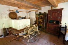 Alter hölzerner Haus-Innenraum Stockfoto