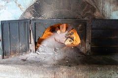 Alter hölzerner Ofen stockfotos