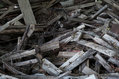 Alter hölzerner Rückstand-Stapel, bereiten Holz auf Stockfotografie