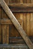 Alter hölzerner Stalltürhintergrund Stockbilder