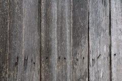 Alter hölzerner Wandhintergrund, rostiger Nagel auf alter Planke lizenzfreies stockfoto
