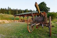 Alter hölzerner Weinleseviehwagen Stockfoto