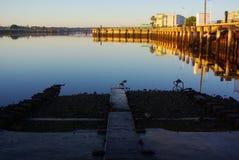 Alter Hafen-Fluss-Helling Stockfotografie