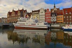 Alter Hafen mit Schiffen Lizenzfreie Stockbilder