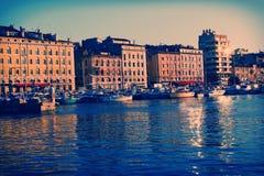 Alter Hafen von Marseille auf dem Sonnenuntergang Stockbilder