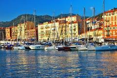 Alter Hafen von Nizza auf Sonnenuntergang Lizenzfreies Stockbild